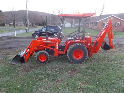$2,000, KUBOTA B20 4X4 tractor  loader backhoe excellent condition