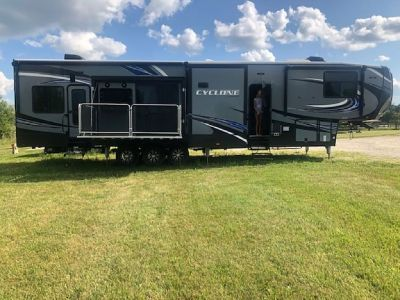 By Owner! 2017 44 ft. Heartland Cyclone HD w/3 slides