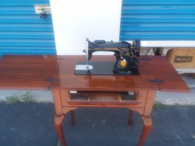 1941 Antique Singer sewing machine (15-90) in Queen Anne cabinet and matching bench