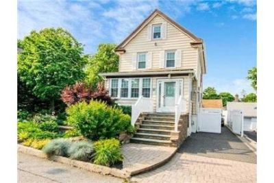 Pet Friendly 3+2.50 House in Locust Valley