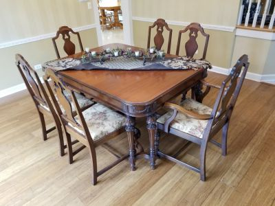 Dining room table and 6 chairs and 1 leaf