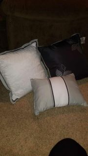 JC Penny Home Collection Throw Pillow Set