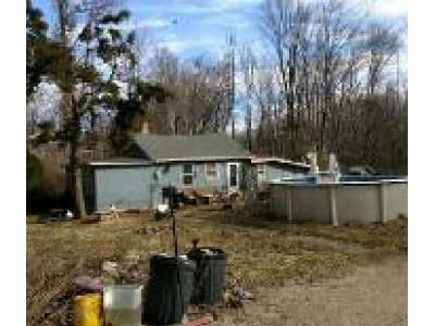 2 Bed 1 Bath Foreclosure Property in Hewitt, NJ 07421 - Edgewater Rd