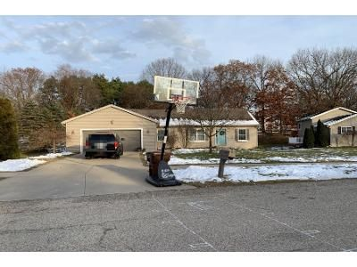 Preforeclosure Property in Comstock Park, MI 49321 - Countrymeadows Dr NE