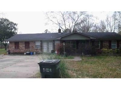 3 Bed 2 Bath Foreclosure Property in Florence, MS 39073 - Walker Cir