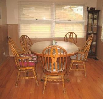 Kitchen Table and 5 Chairs - Oak Frames - Formica Top