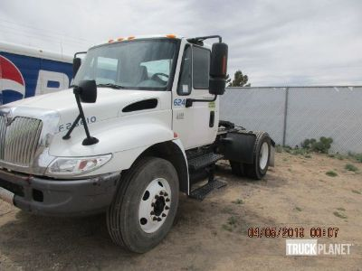 2002 International 4400 S/A Day Cab Truck Tractor