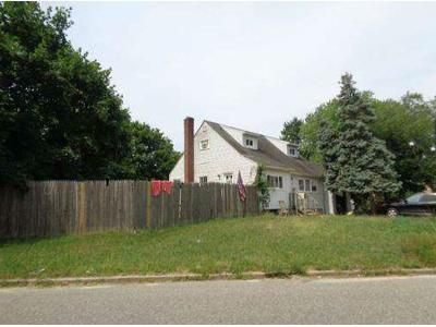 4 Bed 2 Bath Foreclosure Property in Central Islip, NY 11722 - Hickory St