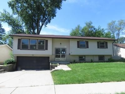 4 Bed 3 Bath Foreclosure Property in Hanover Park, IL 60133 - Walnut Ave