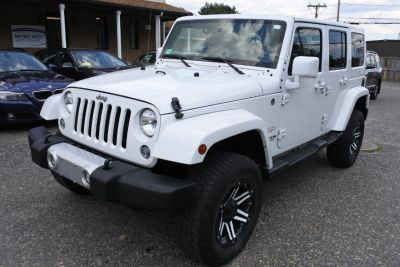 2015 Jeep Wrangler Unlimited 4WD 4dr Sahara (Bright White Clearcoat)