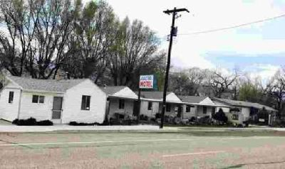 300 S Main ST Junction, An adorable motel, in , UT.