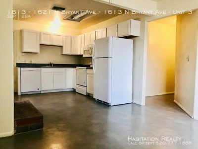 Newly Renovated 3 bd/2 ba! Centrally located with Large, Enclosed Yard!