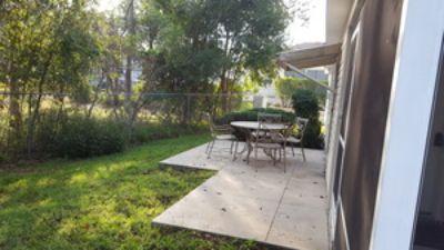 Lovely 2/2 Patio Villa in Springdale