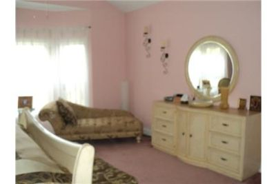 Elegant 3 Bedroom Furnished Home in Preswick