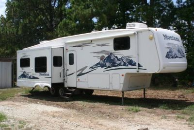 2005 Montana Rear Living 3475 Triple Slide Trailer FOR SALE (Brookeland, TX)