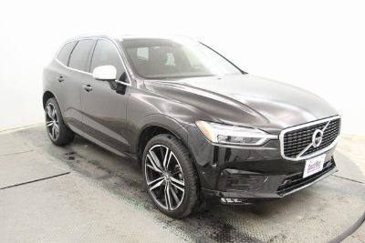 2018 Volvo XC60 R-Design (Onyx Black Metallic)