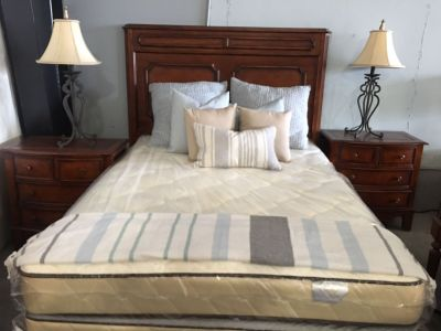 Bedroom Set For Sale (mattress not included but can be)