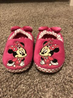 Size 11/12 Minnie Mouse Slippers