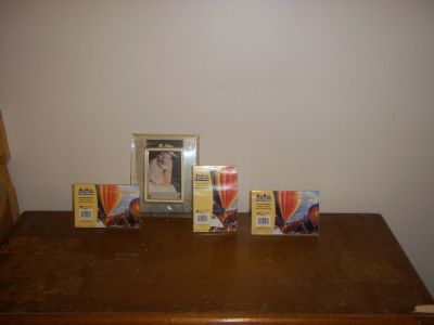 4 Picture Frames (New)