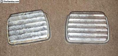 Rear seat ashtrays