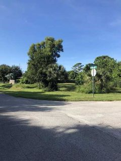 698 SE Crescent Avenue Port Saint Lucie, Great Lot.