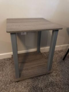 Cute side table! Great condition
