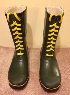 Brand New. Explorers 100% waterproof, insulated rubber boots