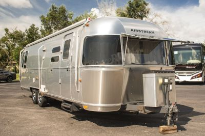 2014 Airstream FLYING CLOUD 30W / Rear Queen