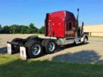 Used 2005 Kenworth W900L for sale.