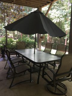 Outdoor Dining Table Set with Umbrella