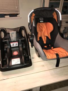 Britax Be Safe infant seat and bass