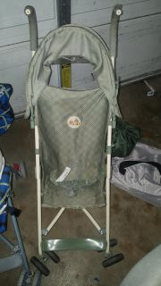 Winnie the Pooh stroller $4 FIRM POMS FTPU (dog and cat in home)