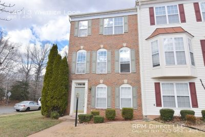 Large 3 Level End unit Townhouse