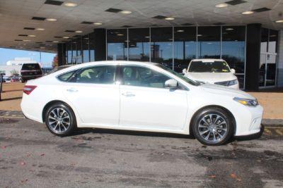 2016 Toyota Avalon XLE (Blizzard Pearl - White)