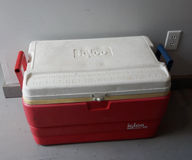 Igloo Legend 52 Cooler with Fish Measurements on top - 25 x 14 x 15 inches tall