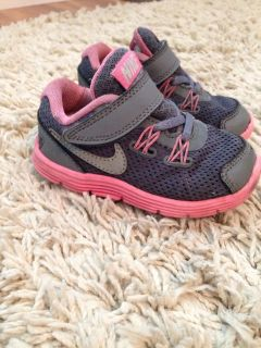 Size toddler 6 Nike shoes