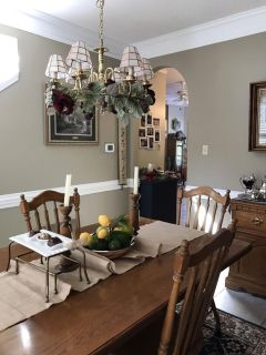 Dining Room 3 piece set. Table w/6 chairs. Broyhill.