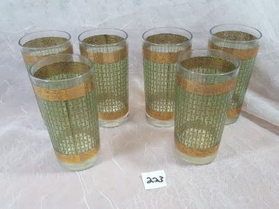 Retro vintage drinking glasses with gold sparkle