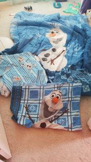 Reversable Olaf comforter and sheet set - twin