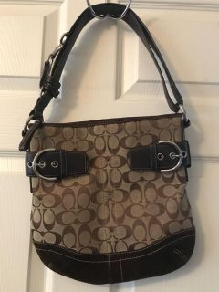Authentic coach purse. Excellent condition. Perfect size. Like brand new.
