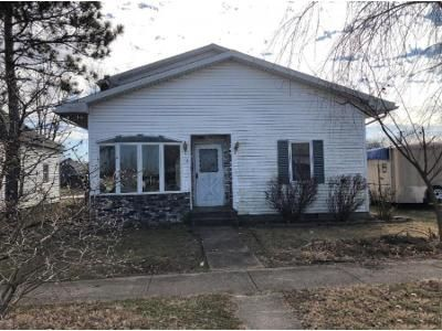 4 Bed 2 Bath Foreclosure Property in Mount Carmel, IL 62863 - W 6th St