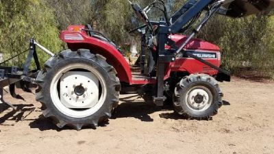 Mitsubishi MT185D Compact tractor 4wd 23 hp with new loader