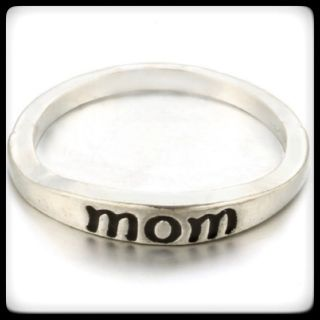 "NEW Silvertone ""Mom"" Ring-Sz 7"