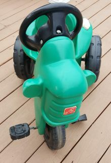 Step 2 pedal tractor. Multiple pics posted. Please look at them all.