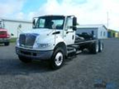 Used 2006 International 4400 for sale.