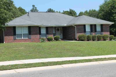 2672 Paddock Circle CRESTVIEW, Immaculate Three BR Two BA
