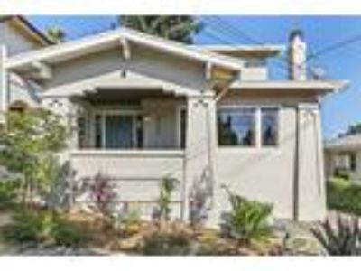 Very desirable location, just a few short blocks to the Glenview shops