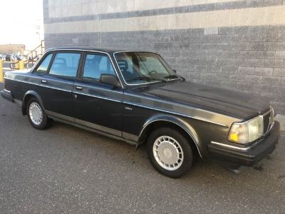 1990 Volvo 240 Base 4dr Sedan