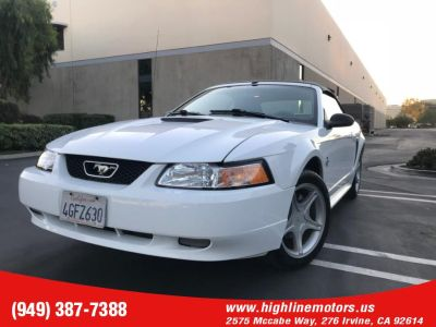 1999 Ford Mustang GT (Crystal White)