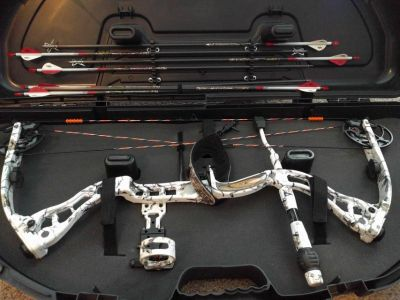 2011 Elite Hunter compound bow, 65lbs 28 in. draw, plus extras